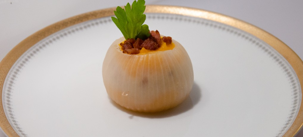 Onion stuffed with mashed butternut, cancoillotte and Morteau Sausage